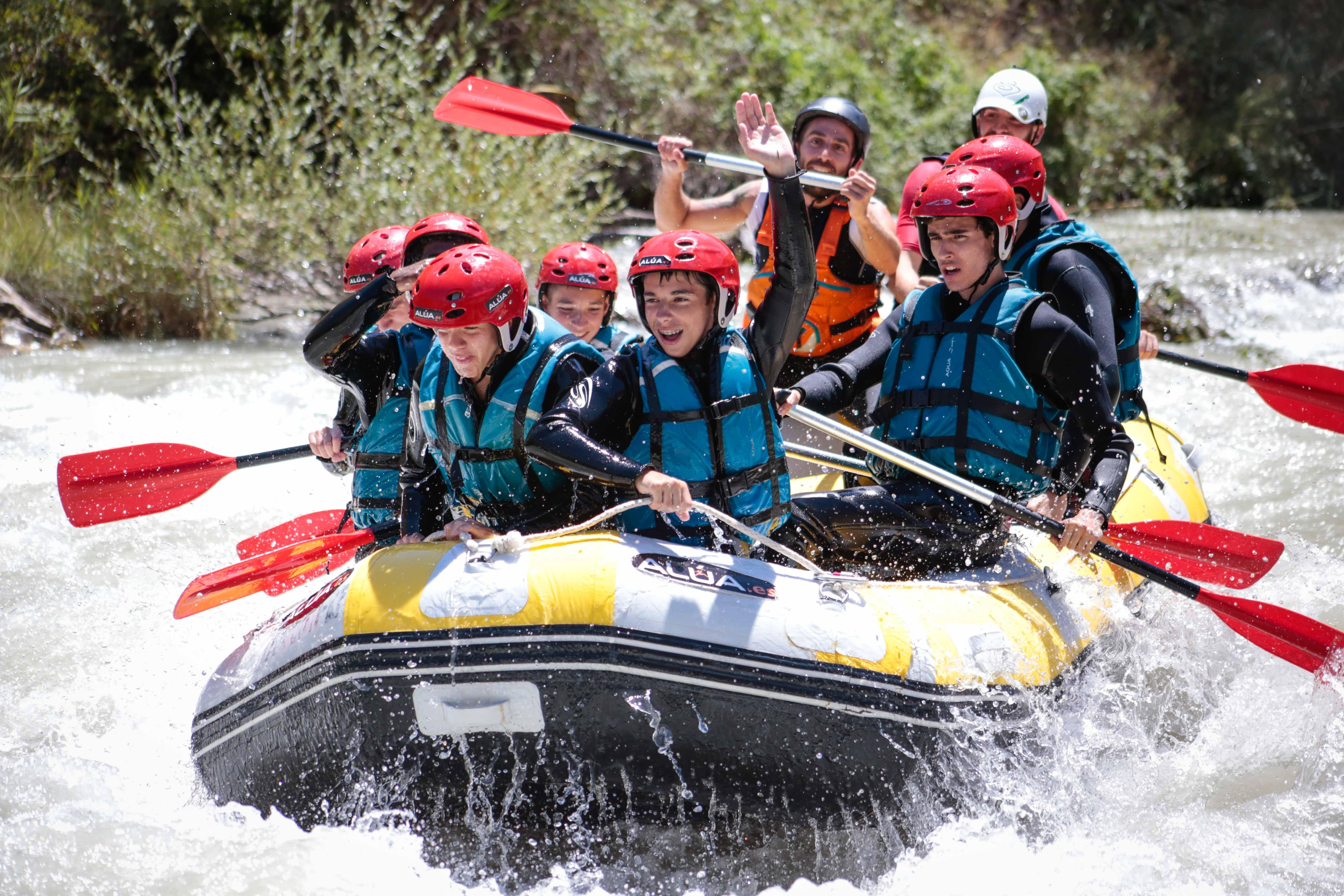 Rafting sobre el río Genil con Alúa