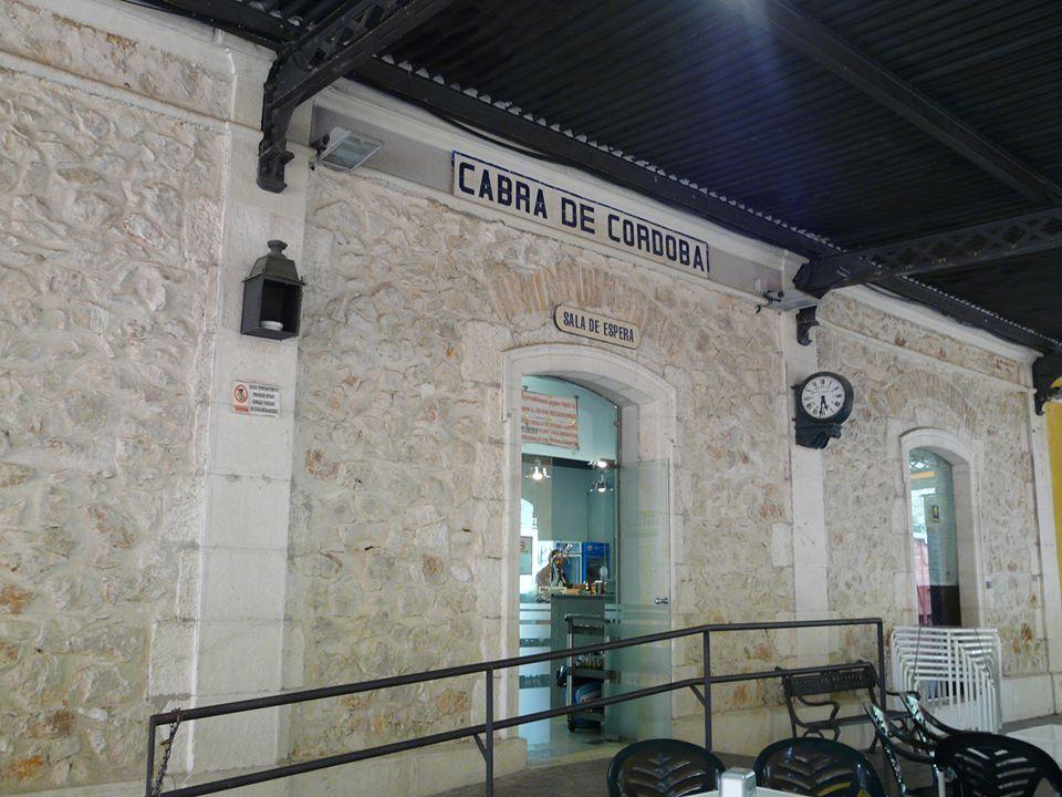 Fachada de la estación de Cabra