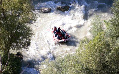 Descendiendo las aguas del río Genil con la práctica del rafting