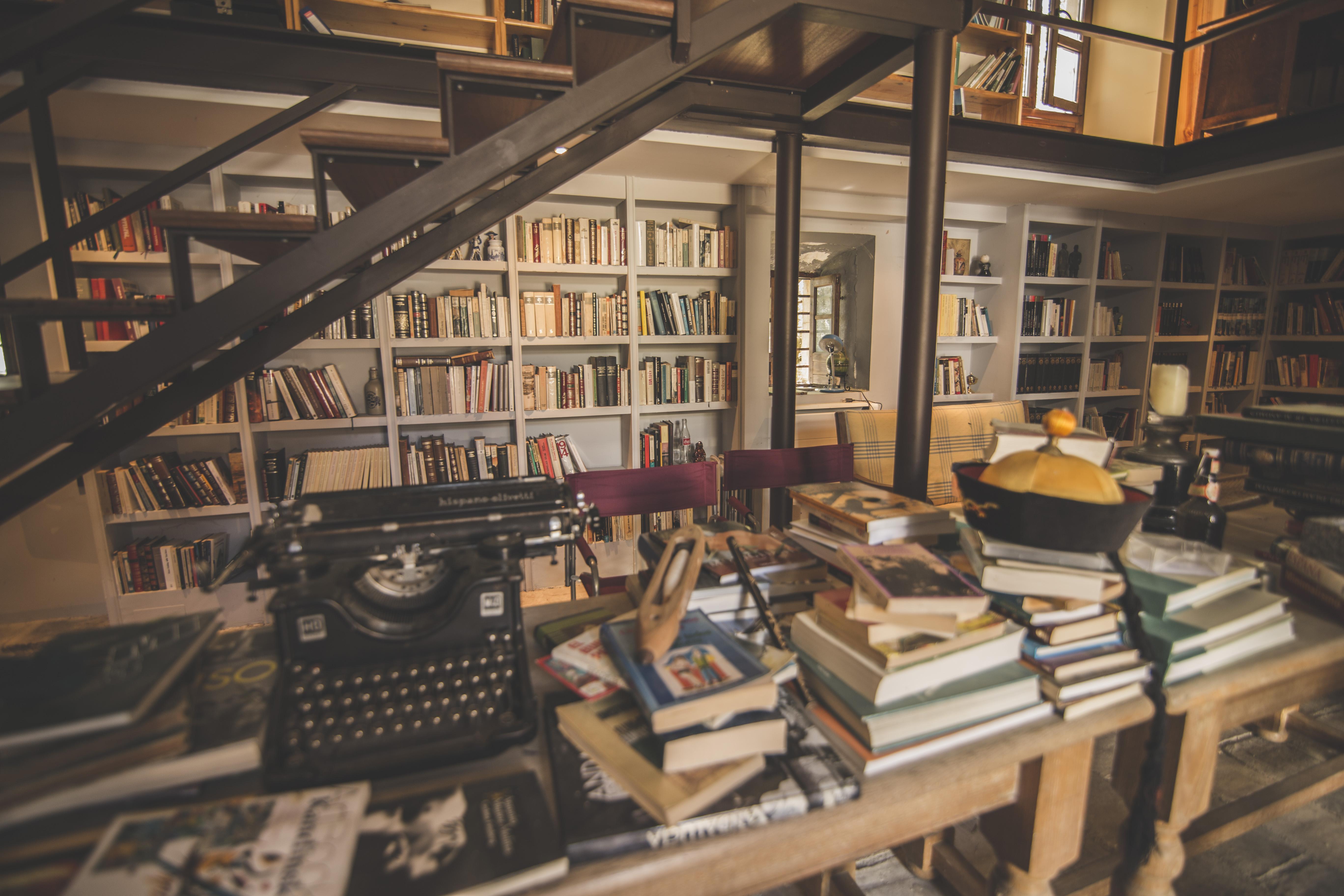 Colecciones literarias en la biblioteca de Hacienda Minerva